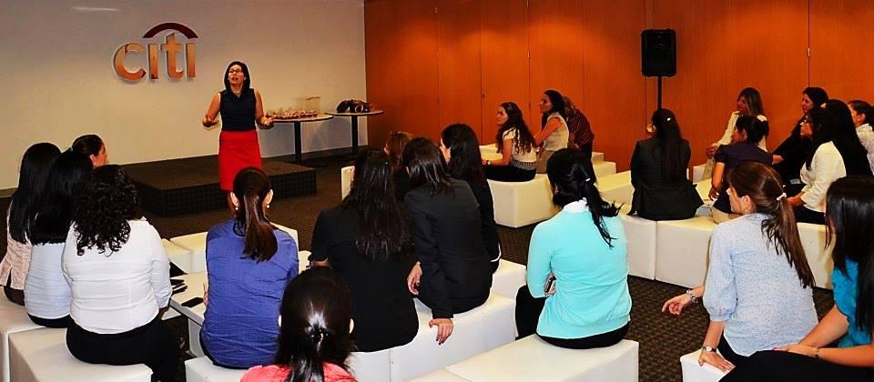 Sonia McRorey Asesora de Imagen especialista en charlas talleres desarrollados para empresas Asu Paraguay
