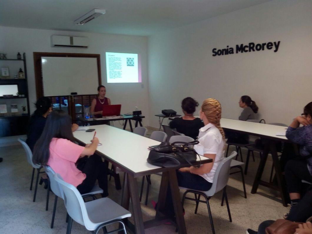 Antonella Mojoli Asesora de Imagen -SoniaMcRorey Style Studio Dictando clase Asu Paraguay