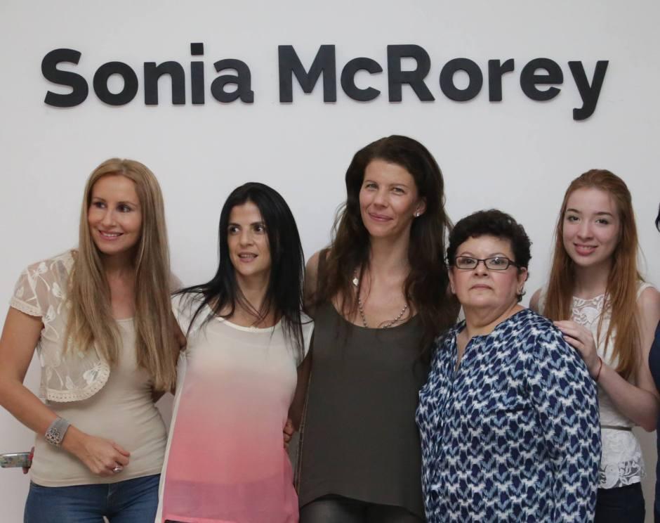 Las Profes Emilse Mendez y Antonella Mojoli con Carolina Aubele en SoniaMcRorey Style Studio de Asesoria de Imagen Personal Shopper