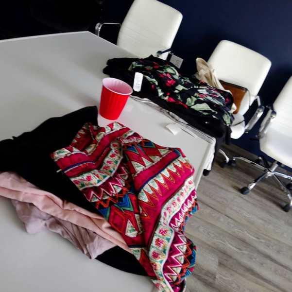 Revisamos tu propia ropa hacemos conjuntos combinaciones outfit estilismos