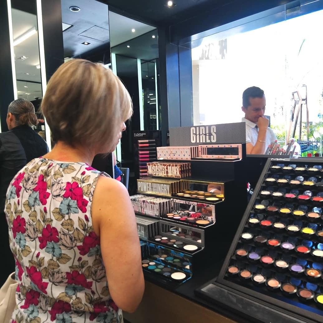 Salida de Prueba y Compras de identificacion de tonos de maquillaje-Asesoria de Imagen-Personal Shopper Asuncion CDE Tijuana San Diego